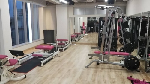 Spice Up Fitness Gym by Tomo Okabe